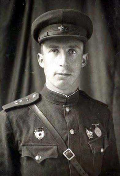 Visor cap M1941 for officers (Фуражка суконная обр. 1941 г. ) M3-015-G