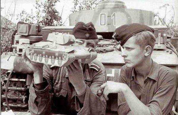 Производство и продажа Пилотка полевая обр. 1934 г. (бронетанковые войска) (Feldmutze M34) M4-002-G с доставкой по всему миру